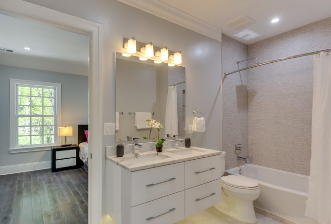 18 2801 Chesapeake St NW-MLS_Size-070-45-Bathroom-2048×1536-72dpi